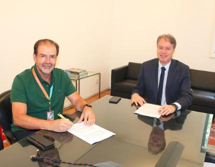 Tarcísio Andrade Neves, CEO da Evolua Energia, e Dr. Ari Pires Neto, presidente da Serjus-Anoreg/MG